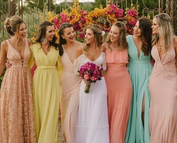 Noia e vestidos de madrinhas de casamento